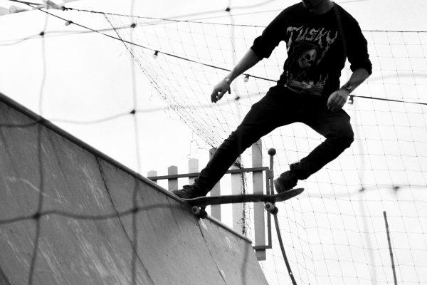 man-skating-2626100